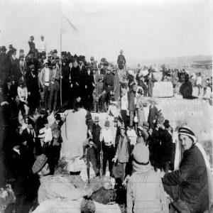 חגיגה על יד 'קברי החשמונאים' בחנוכה תר''ע 1909