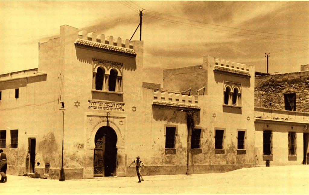 לבקשת השלטונות הצרפתיים ערכה הקהילה היהודית בתוניס תחקיר על דמותה של פרחא. בית כנסת ברובע היהודי העתיק של תוניס, 1960