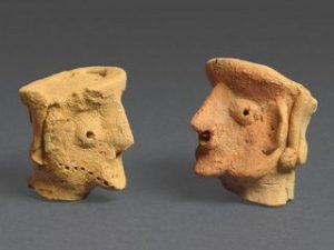 Head-shaped figurines from Motza