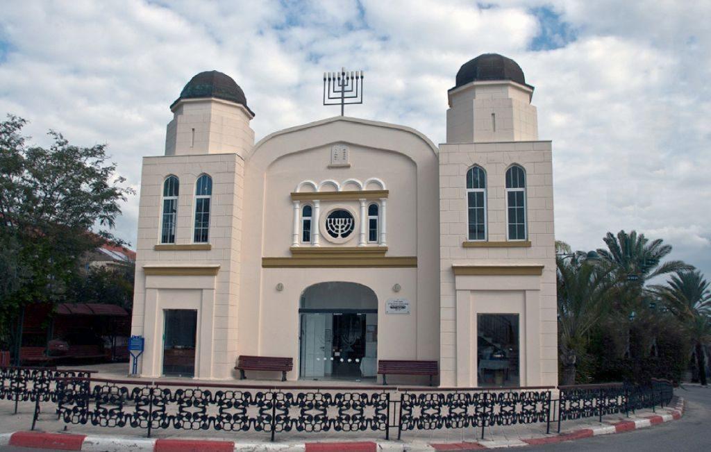 איכר נוסף, כדי להבטיח את המניין. בית הכנסת שנבנה במזכרת בתיה ב-1927 במקום בית הכנסת שהקימו העולים