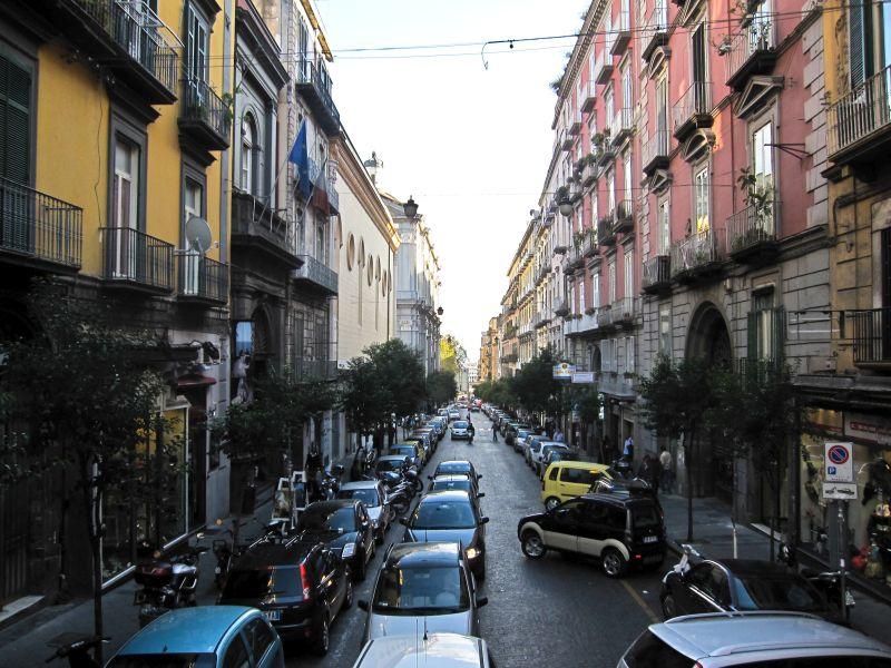 רחוב הקתדרלה בנאפולי היום