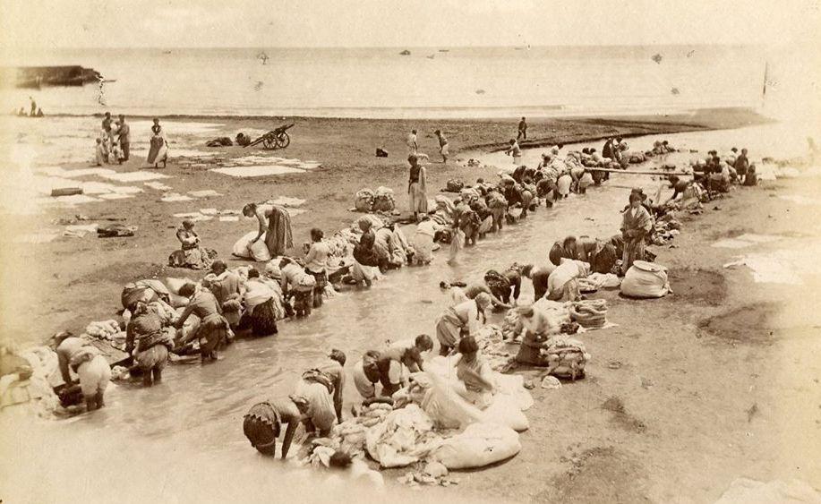 מצב תברואתי קשה. כובסות בנהר, 1880